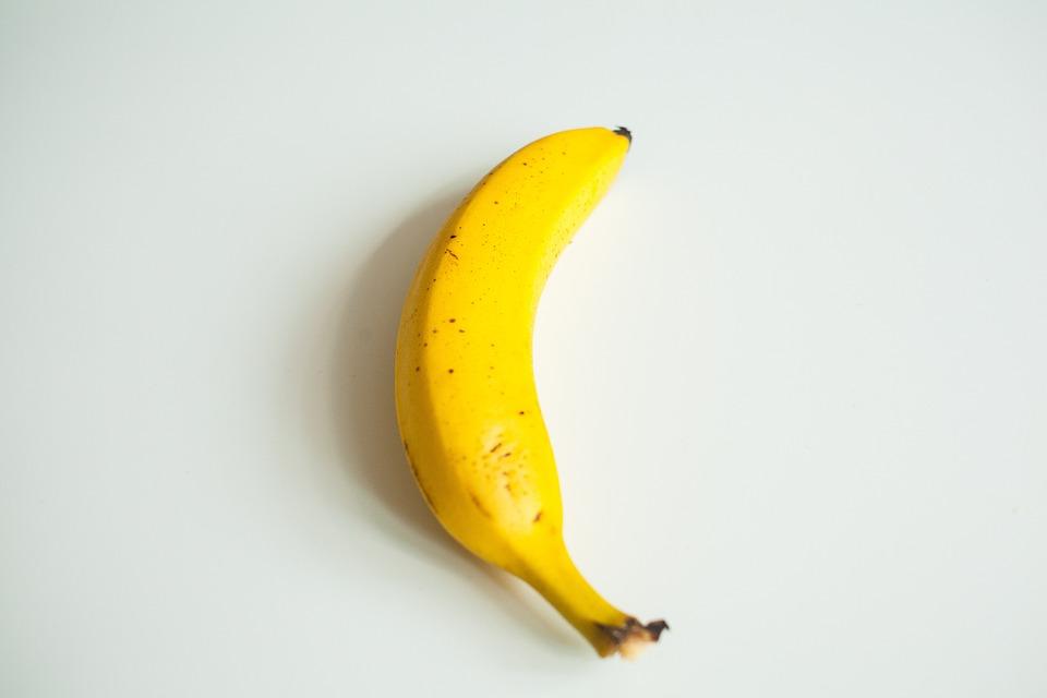 kostenloses foto banane gelb wei er hintergrund kostenloses bild auf pixabay 1826759. Black Bedroom Furniture Sets. Home Design Ideas