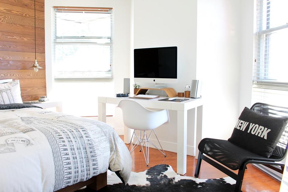 ベッド, ベッドルーム, 椅子, コンピュータ, 家具, 窓, 寝室用家具, 屋内で, インテリア
