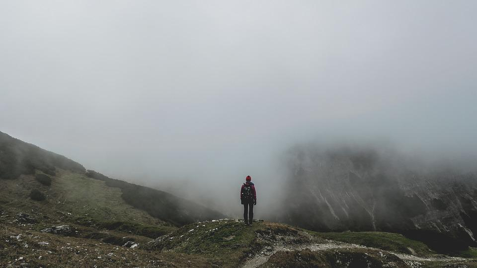 バックパッカー, 山, 霧, 高地, 山岳地帯, 山の風景, トレイル, トレッキング, バックパッキング