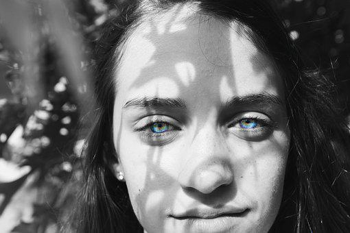 Blue eyes girl leaves shadow summer tree e