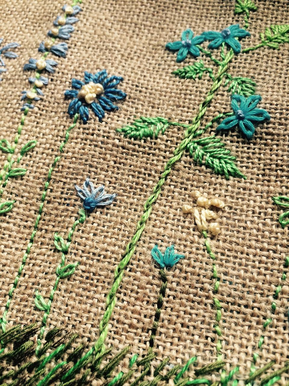 Вышивка вшить на ткань
