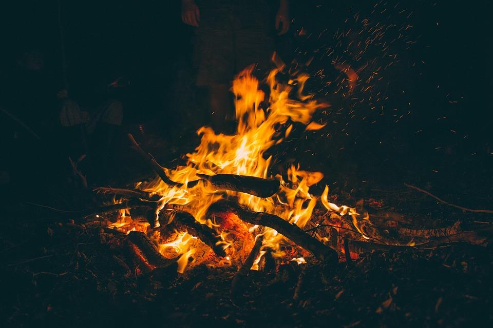 たき火, 燃焼, キャンプファイヤー, 暗い, 火, 薪, 炎, 熱, ホット, 泊