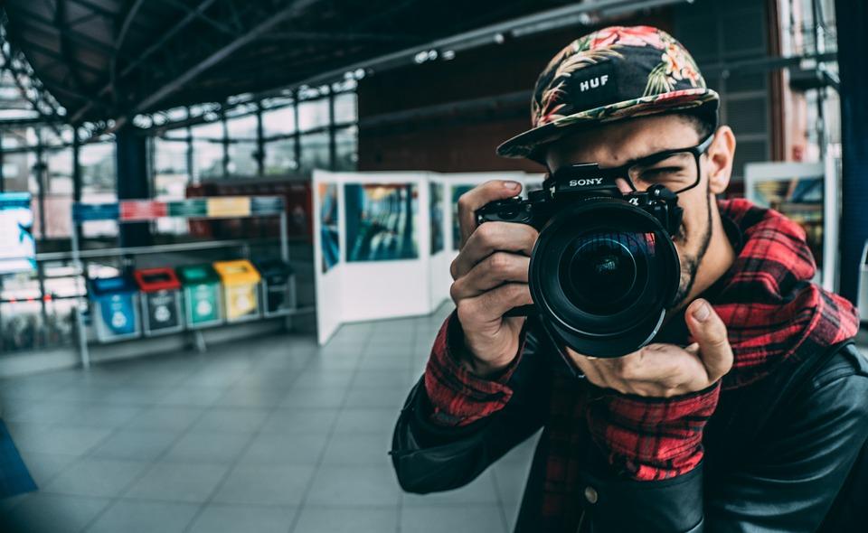 大人, カメラマン, カメラ, 写真を撮る, キャプチャ, クローズ アップ, 機器, 屋内で, 男, ソニー