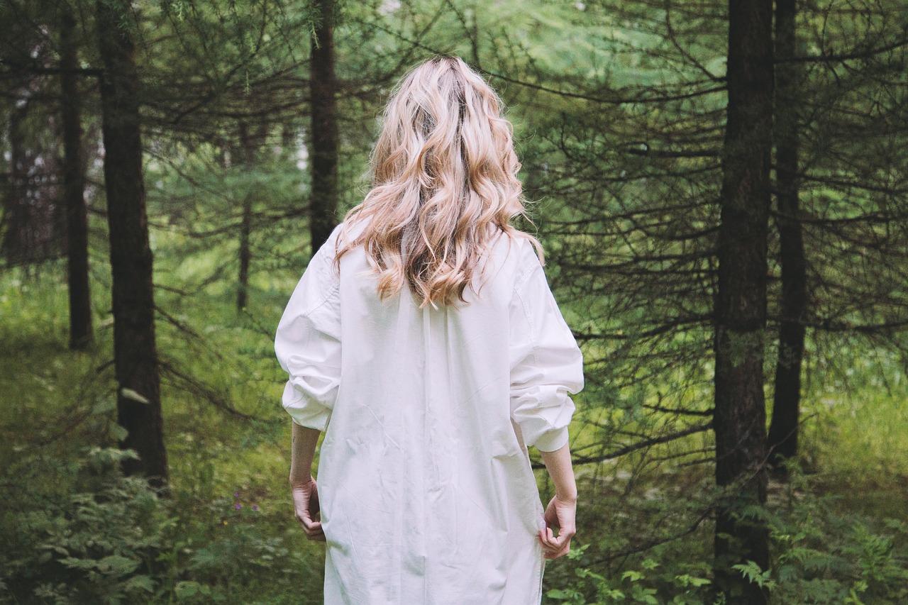 blondinki-v-lesu
