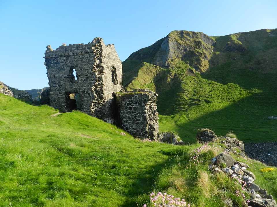 Castle, Ireland, Kinbane Castle