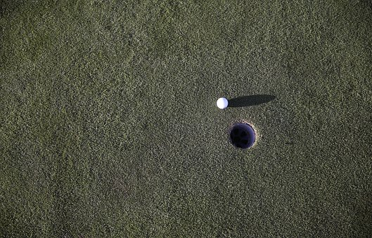 球, 高尔夫, 高尔夫球场球, 高尔夫球场, 草, 绿色, 孔, 修剪, 娱乐