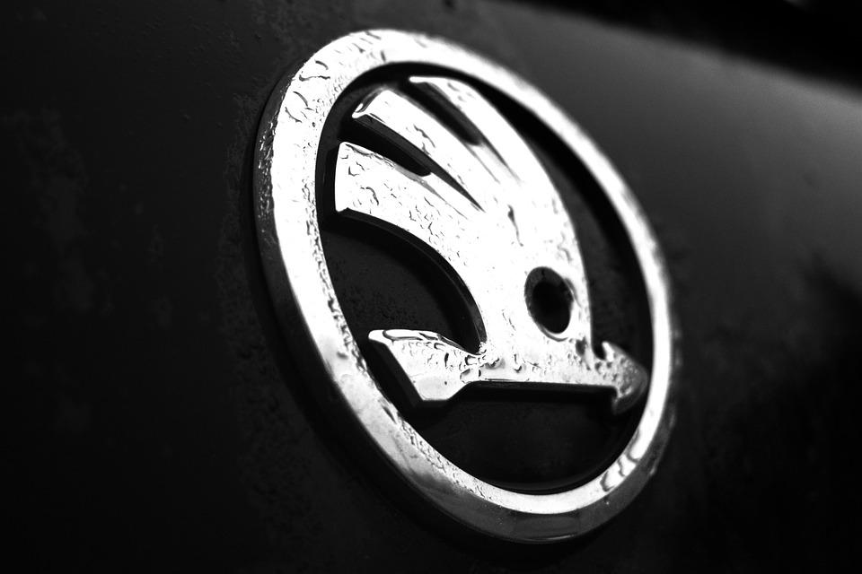 Musical Notes On The Sol Key Abstract Stavestaves further Bmw Logo Black Background Wallpapers furthermore Bmw M Logo Desktop Wallpaper moreover Wallpaper a4 besides Historia Del Logotipo De Lamborghini. on mercedes symbol wallpaper