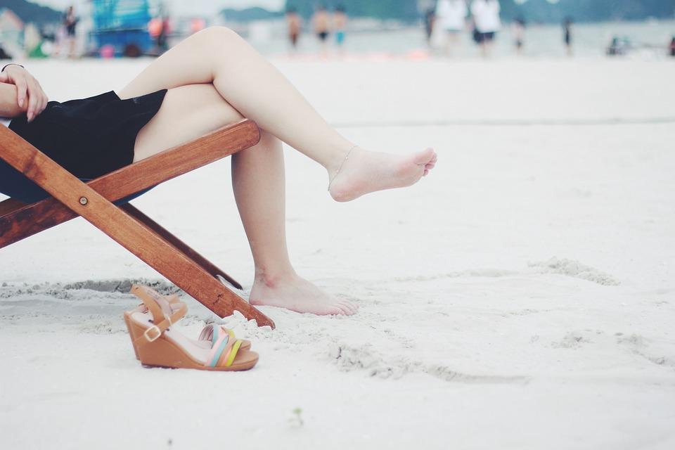 Beach, Sedia A Sdraio, Piedi, Femminile, A Piedi Nudi