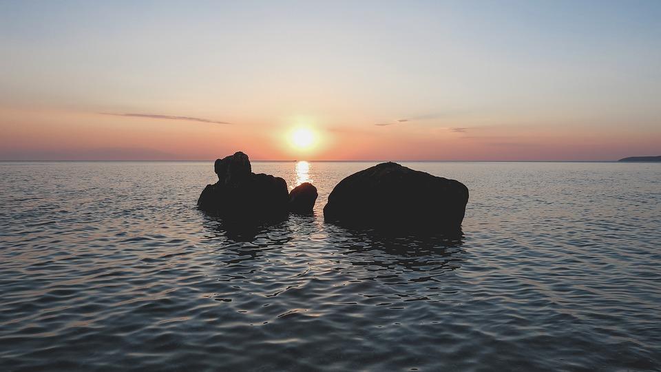 高潮流很多水的故事图片