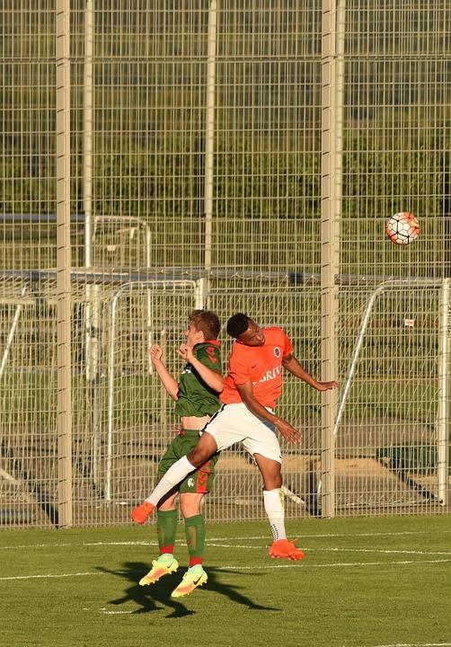 Fussball Zweikampf Fussball Kostenloses Foto Auf Pixabay