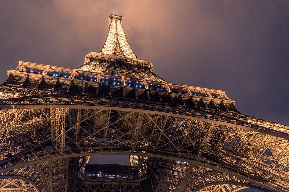 Cars Paris : Tour Eiffel