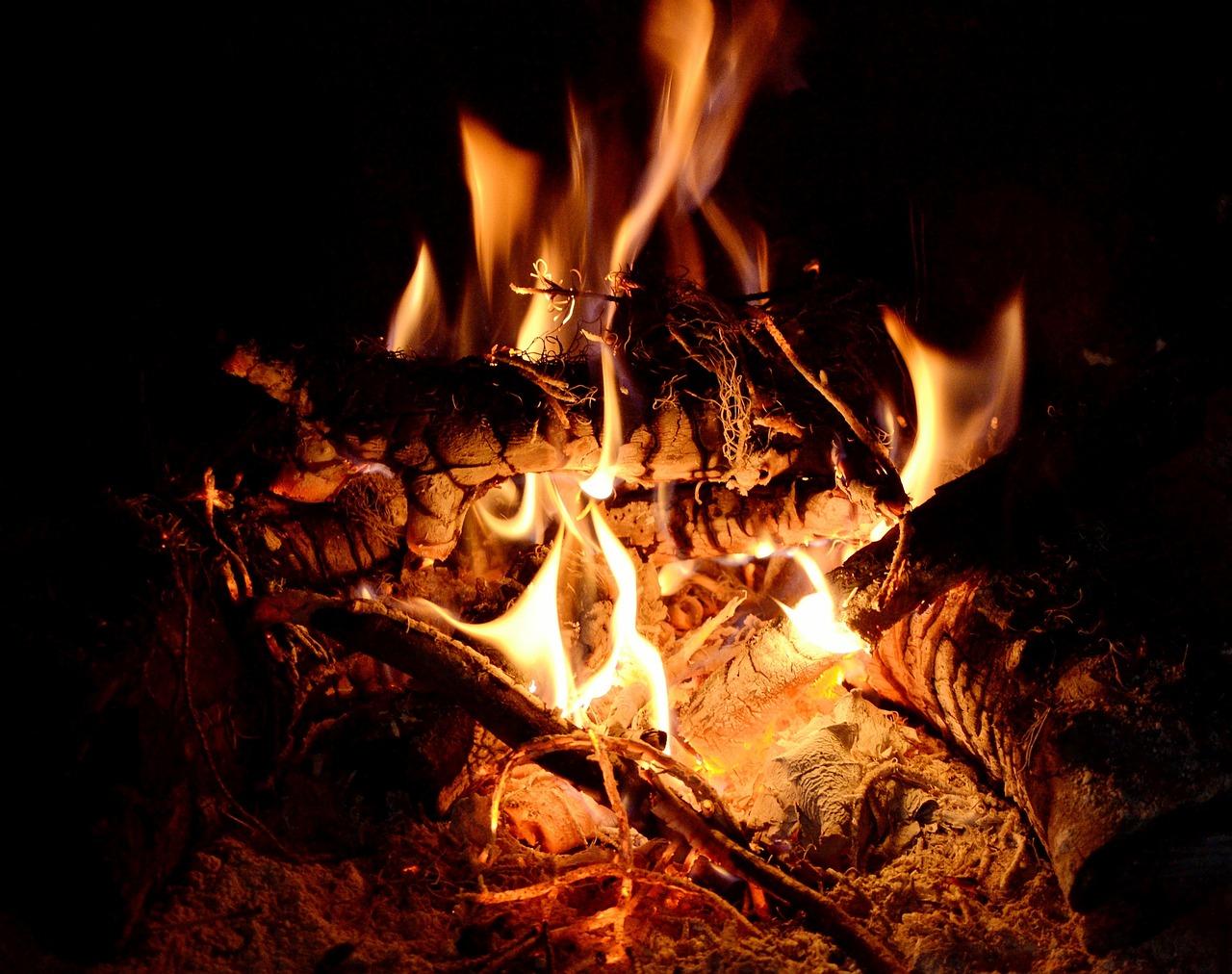 Анимация огня в камине фото