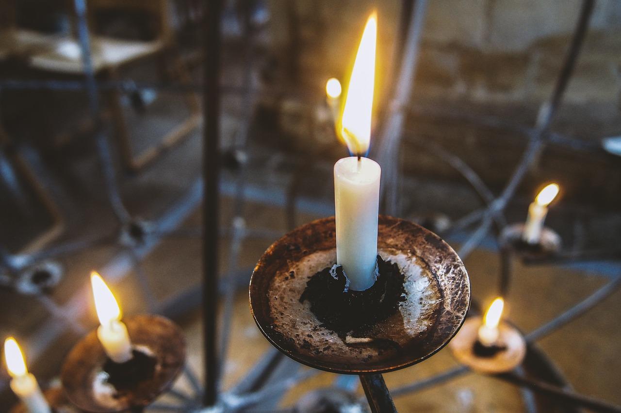 Сильный приворот на 2 церковные свечи