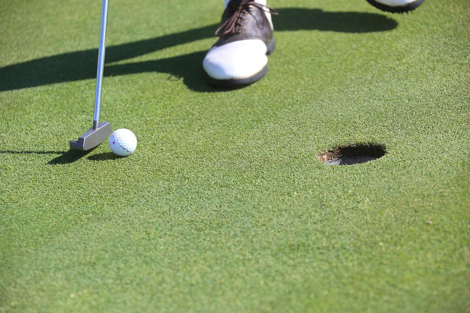 Golf putters