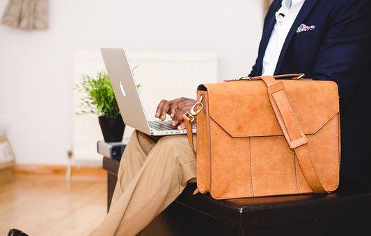 How Do I Choose a Laptop Bag?