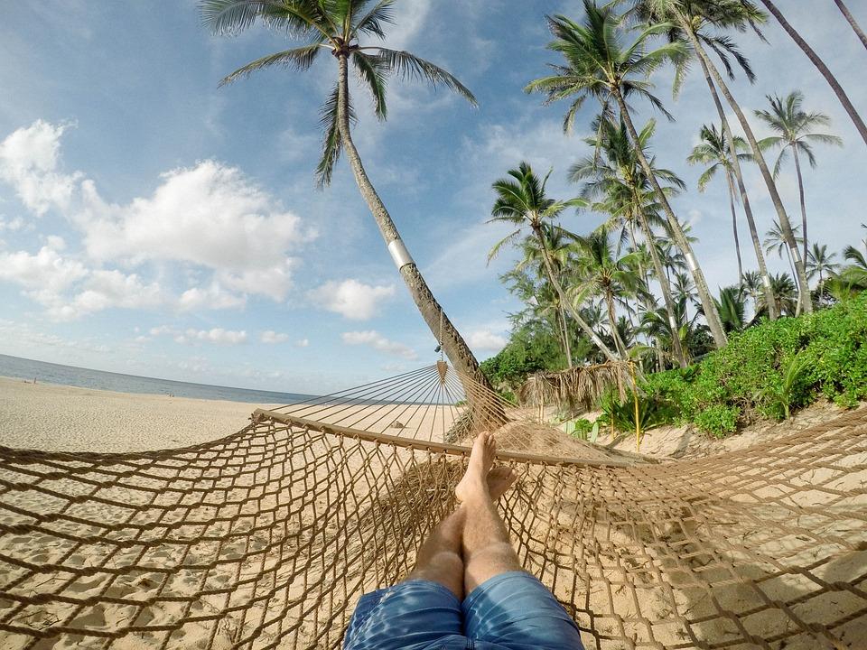 Strand, Hangmat, Blauwe Hemel, Wolken, Kokospalmen