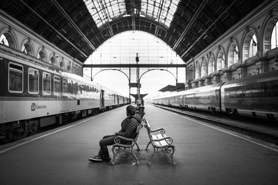 Stazione Ferroviaria, Adulto, Città, In Casa, Uomo