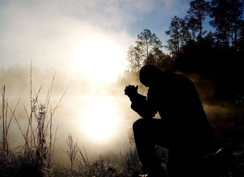 男、霧、シルエット、ひざまずく、ひざまずく、祈る、祈る