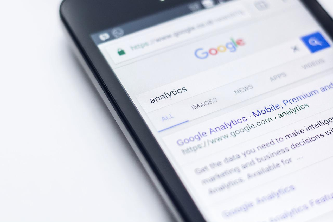 analytics search on google on cellphone