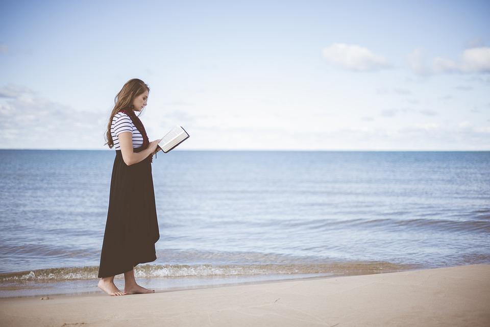ビーチ, 女の子, 海, 人, 読書, 砂, 海岸, 水, 女性, 本