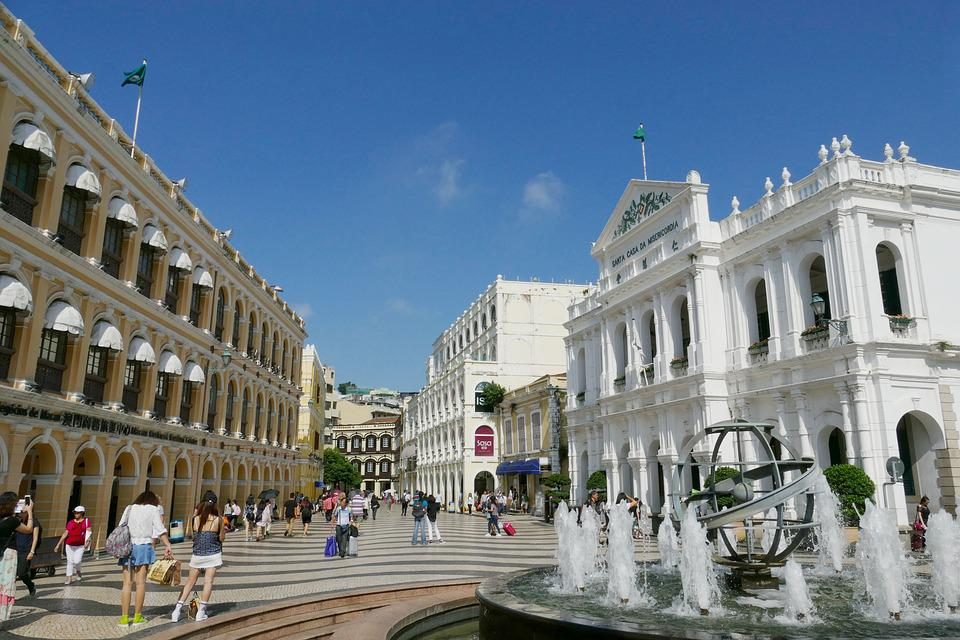 Experience the assimilation of two cultures, Asian and European, in the same neighborhood in Macau. Source: Pixabay