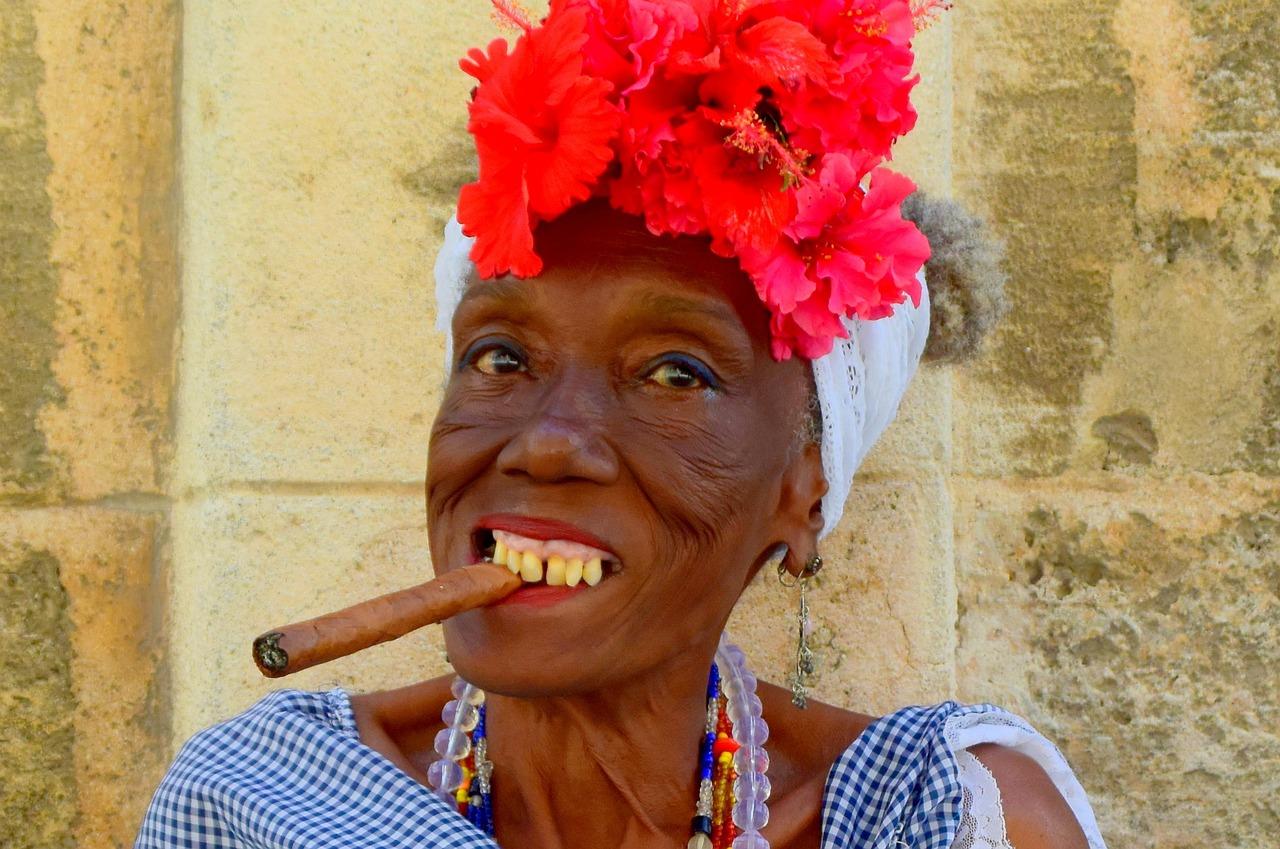 Девка негритянки с сигарой