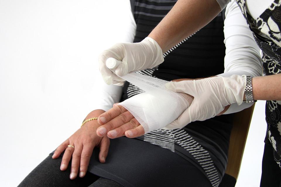 Профессия травматолог: специализации, обязанности, требования, обучение, работа и зарплата
