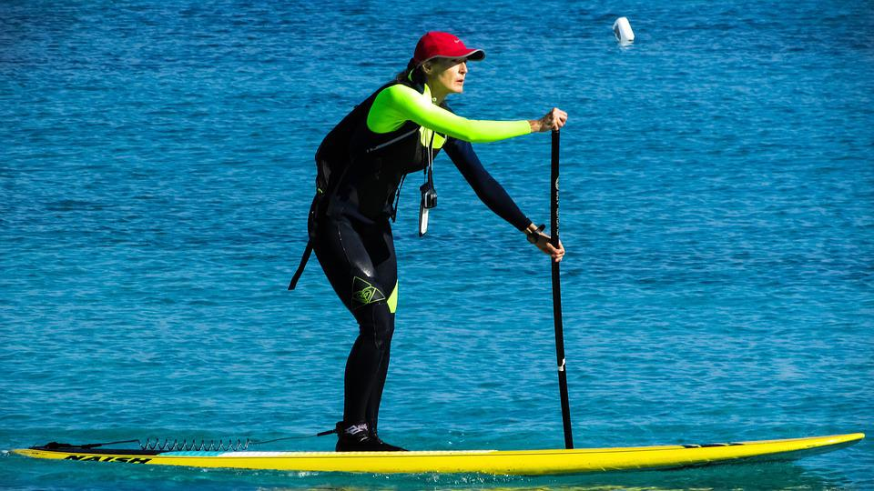 Paddleboard standing up