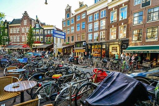 Bicicletas en calles de Ámsterdam