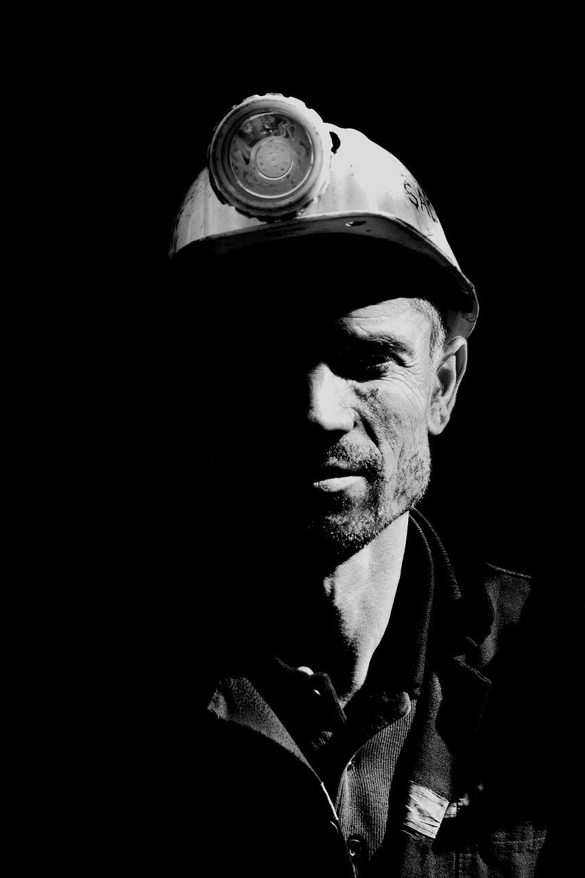 отдышалась фото черно белое принадлежности шахтеров алтайском