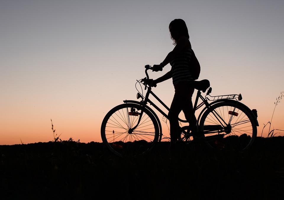 女の子, 自転車, 日没, シルエット, 女性, サイクリング, 女性のシルエット, 夕暮れ, ミステリー