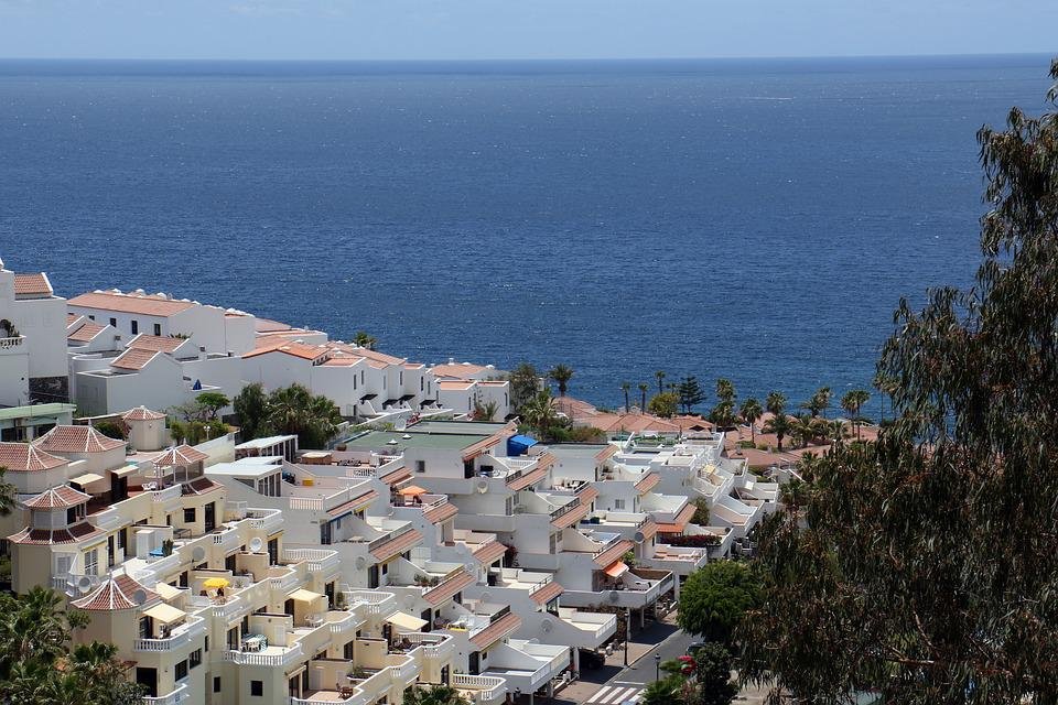 Tenerife, Superstructure, Hotels, White Houses