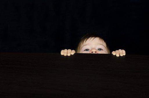 Curiosidade, Bebê, Menino, Recepção