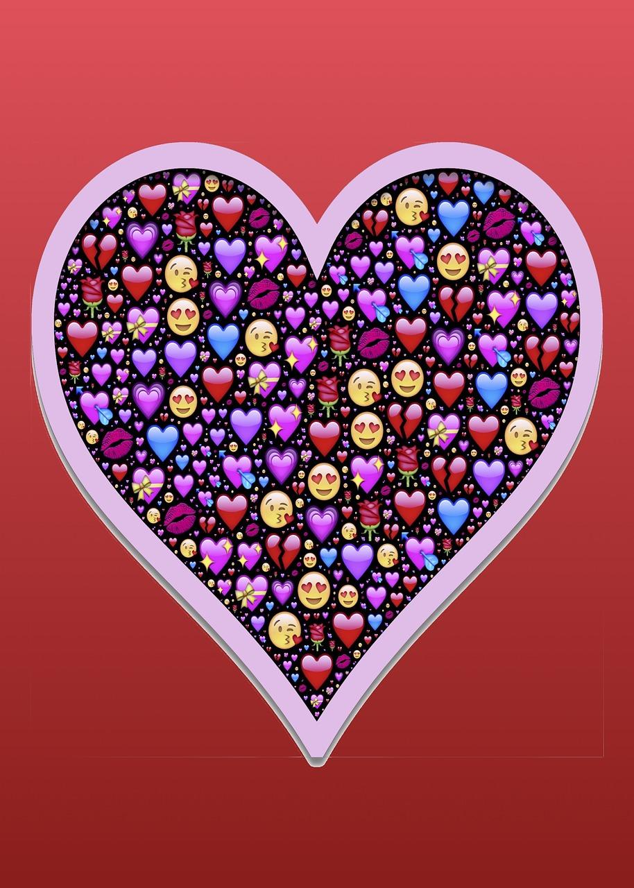 Рисунок из смайлов сердце