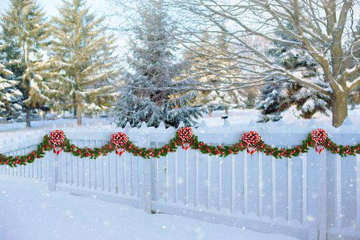White Picket Fence Christmas Garland