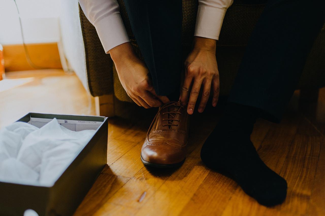梦到自己穿黄鞋 梦见自己穿一双黄鞋