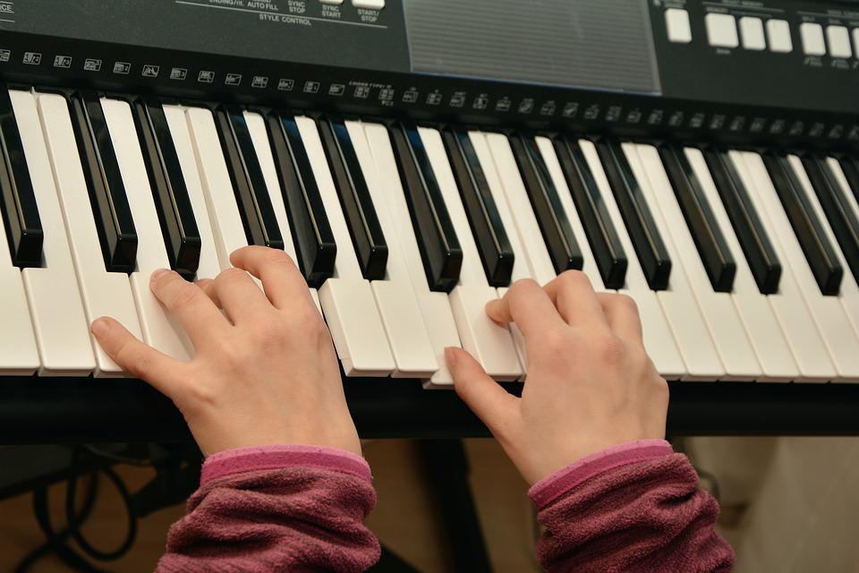 ピアノを再生, ピアノ, 電子ピアノ, 音楽楽器, 楽器, のサウンド, 音楽, ピアノのキー, ピアノの鍵盤
