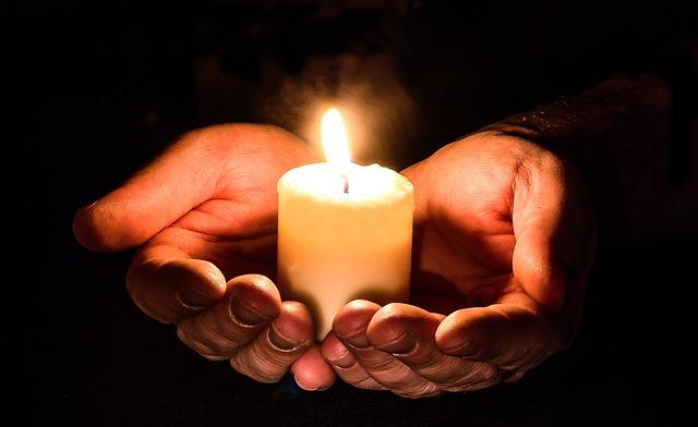 手, オープン, キャンドル, キャンドルライト, 祈り, 祈る, 与える, クマ, 光, 闇, 信頼します