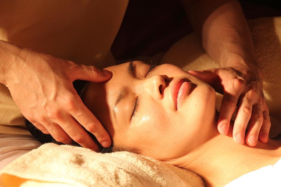 マッサージ, ウェルネス, 日本語, 指圧療法, ツボ, 伝統的な漢方薬, 伝統的な中国医学, 顔, 手