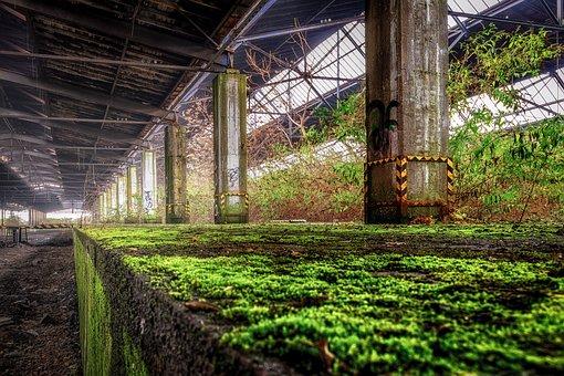 Lost Places, Bahnhof, Bahnsteig, Kante