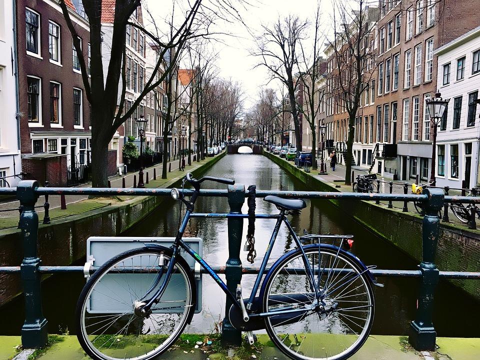 amsterdam holanda pases bajos bicicletas canal