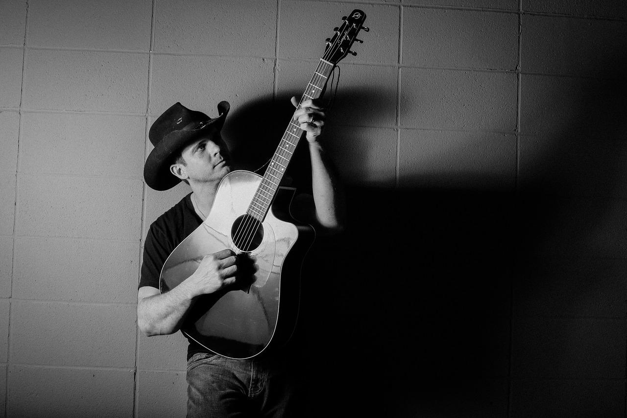 хорошего интересные фото мужчина с гитарой должно быть комфортно