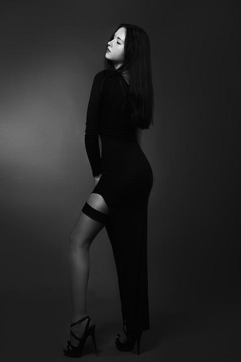 Девушка в чёрном платье фото 521-730