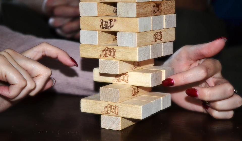 ジェンガ, バランス, 感度, 安定性, 不安定性, 不安定, 安定, 指, 指の爪, ゲーム, 木材