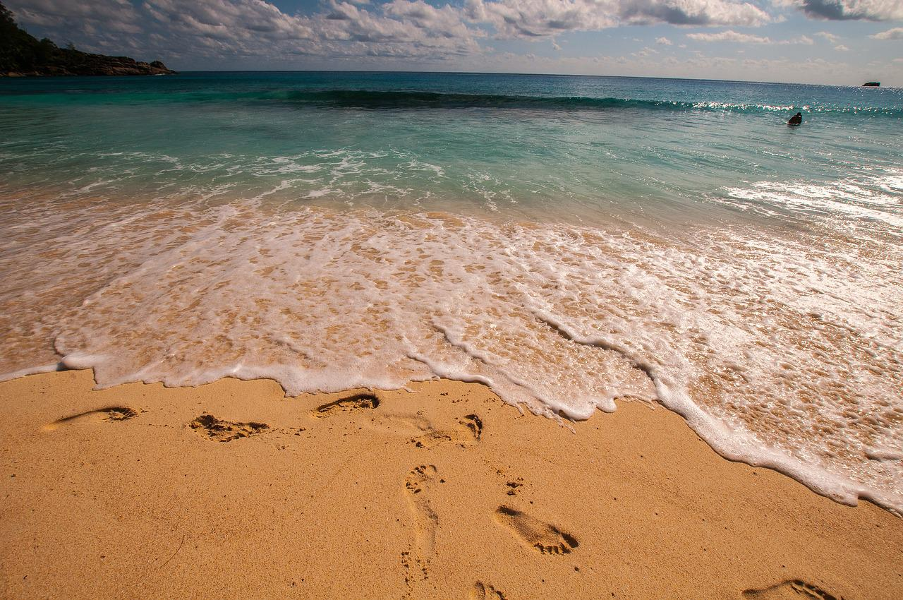 Фото море переходящее в пляж