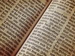 biblia, strona książki, czcionka