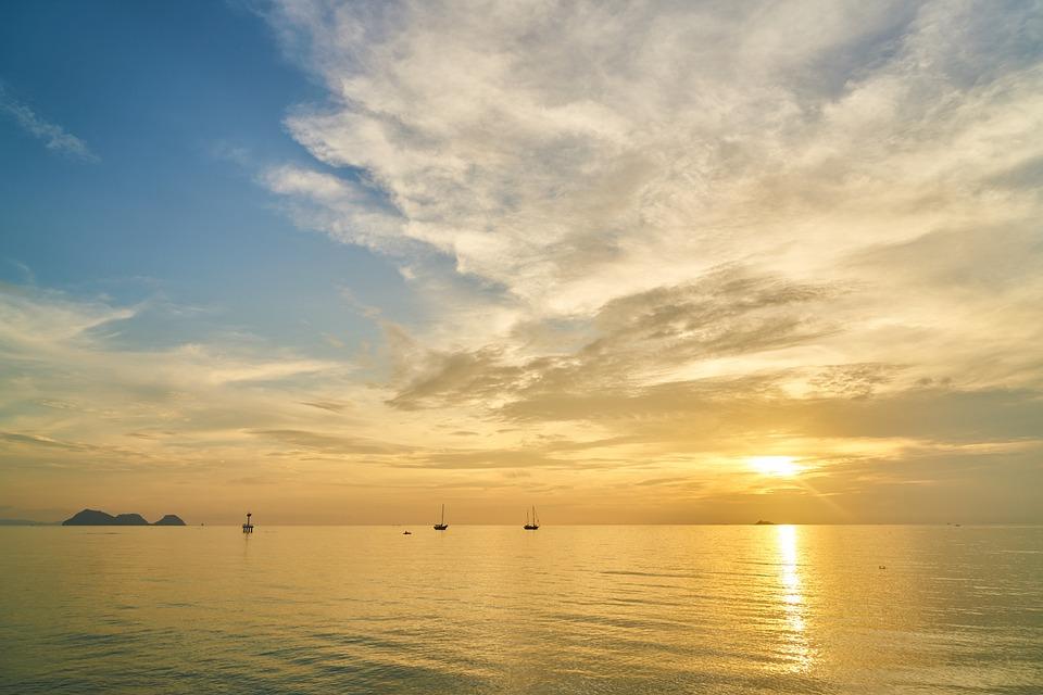 escena hermosa puesta de sol playa nubes arena paisaje mar cielo ...