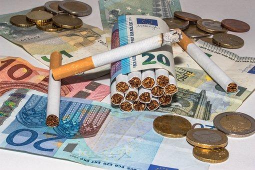 Zigaretten, Geldscheine