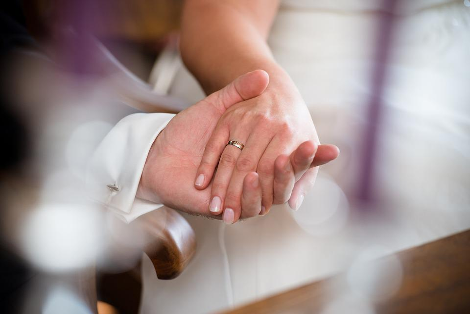 Resultado de imagem para mãos noivos