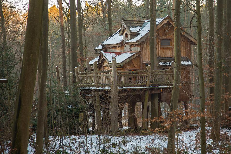 Free photo vacation treehouse tree hut live free image on pixabay 2018846 - Wooden vacation houses nature style ...